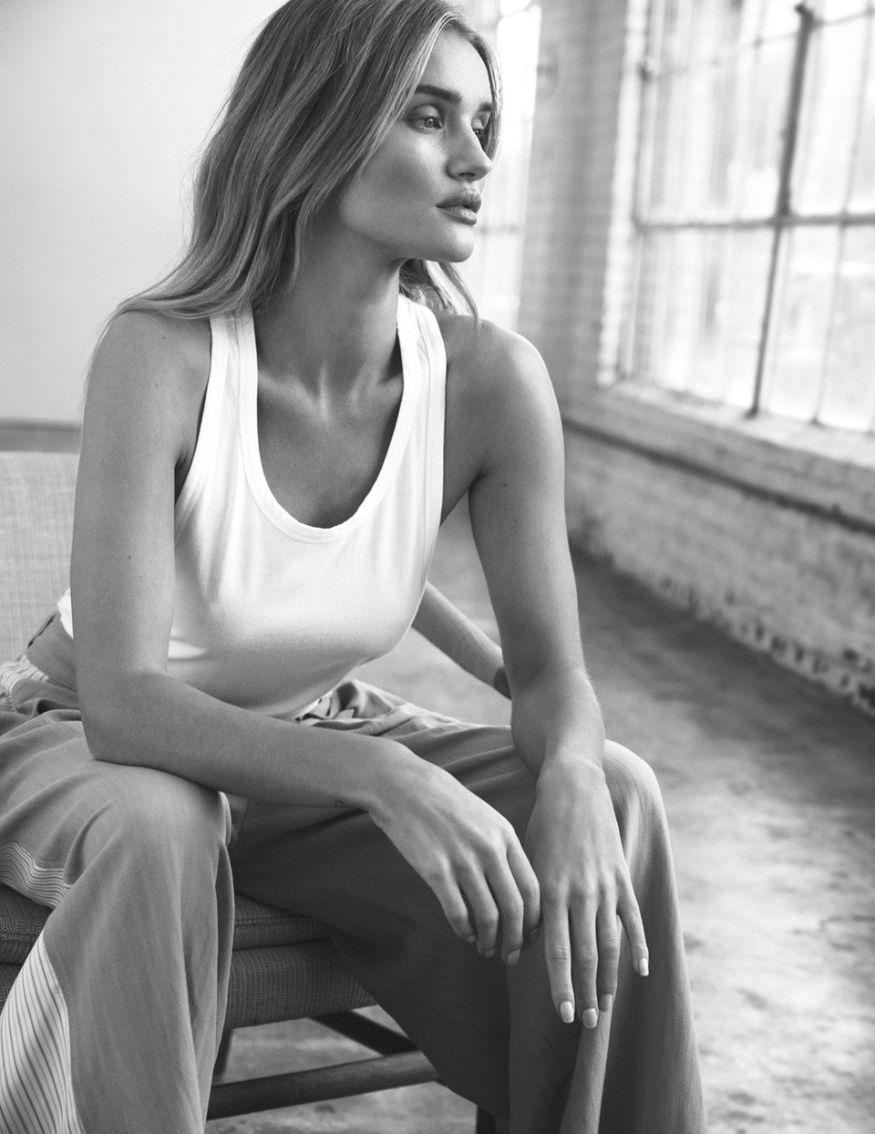 ROSIE_HUNTINGTON_WHITLEY_SHOT_01_139_2514DR_B_ADOBERGB